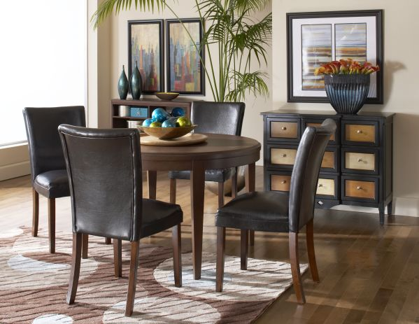 Beaumont Round Dining Room with 4 Chairs