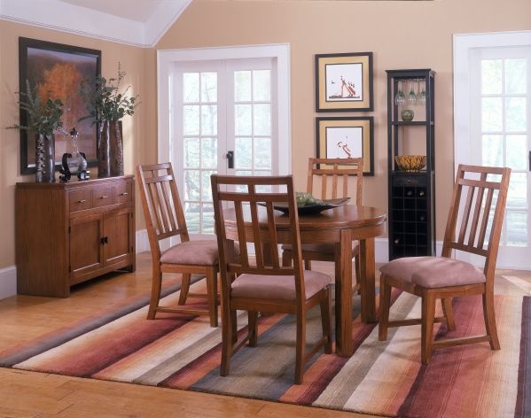 Oakbrook Round Dining Room with 4 Oakbrook Chairs
